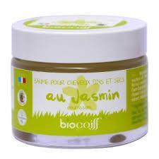 Si vous avez les cheveux secs et fins, notre baume au jasmin Biocoiff' sera idéal, il va les nourrir de la racine aux pointes. Grâce aux bienfaits du jasmin, du romarin et de la noix de coco, vos cheveux resteront en parfait état.  Le baume au jasmin Biocoiff' saura nourrir et renforcer les cheveux fins et secs. Dédié aux cheveux fins et utilisé en soin profond, il apportera brillance à votre chevelure. 100% biologique, vegan. non testé sur les animaux
