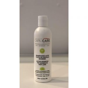 Capilicare Shampooing actif chute de cheveux modérée, formulé spécialement pour nettoyer délicatement, mais efficacement les cheveux et le cuir chevelu. Son complexe aux plantes et aux algues nourrit, renforce et revitalise les cheveux tout en protégeant les longueurs et le cuir chevelu grâce aux actif anti-âges et anti-oxydants