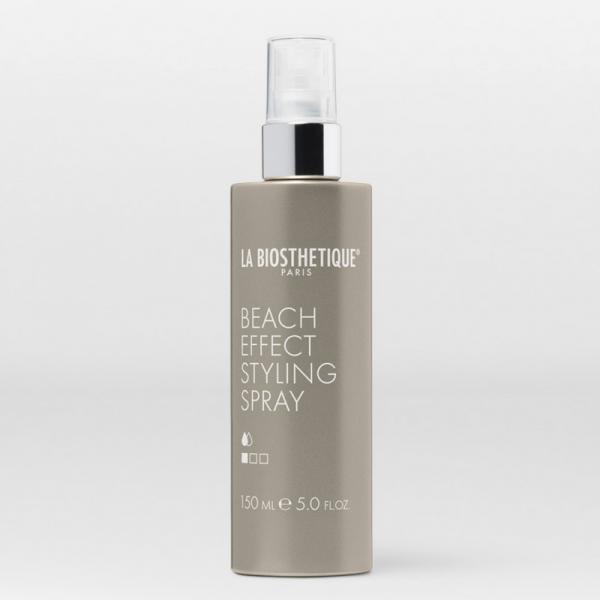 Ce spray au sel de mer apporte de la texture, un frisé et une finition mate et maniable comme au retour de la plage.  Tenue 1/3