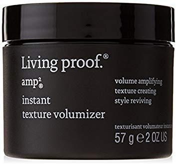 Donne instantanément du volume, une texture agréable au toucher et une tenue souple de longue durée aux cheveux secs.