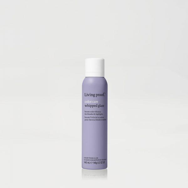 Un glaçage sublimateur de couleur innovant à la texture mousse qui atténue instantanément les reflets cuivré tout en boostant l'éclat de la couleur. Vos cheveux seront éclatants de santé, doux et brillants. Procure une protection contre les UV. Sans sulfate et sans silicone. Pour cheveux blonds et méchés.