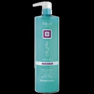 Crème lissante aux protéines du lait pour cheveux crépus. Sans Parabène. Ce produit offre le juste complément hebdomadaire pour augmenter l'effet anti-crépu. La crème est riche en ingrédients actifs dérivés du lait qui donnent vitalité aux cheveux et au cuir chevelu. Spécifique pour cheveux abîmés par les agents chimiques et l'usage de brosses, fer à friser et sèche cheveux.