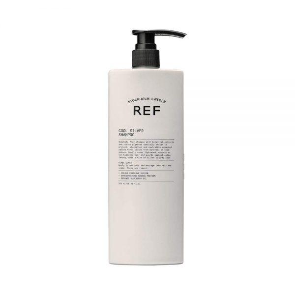 REF Cool Silver Shampoo (285 ml) est un shampooing sans sulfate formulé avec des extraits botaniques et des pigments violets choisis pour protéger, renforcer et neutraliser les tons jaunes / cuivrés indésirables. La formulation comprend également le renforcement de la protéine de quinoa et de l'huile de myrtille biologique pour protéger contre la décoloration. Ajoute une touche d'argent aux cheveux gris. Sans cruauté et végétalien.